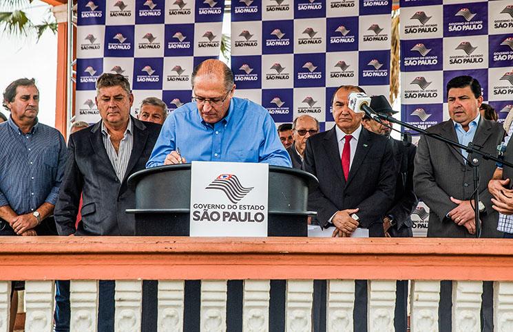 O Governador de São Paulo, Geraldo Alckmin esteve presente na Assinatura de contratos de financiamento com empresários de Jarinu.  Local: Jarinu/SP. Data: 02/08/2016. Foto: Alexandre Carvalho/A2IMG