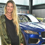 Yasmin Brunet visita a Casa Jaguar