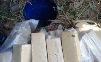 Guarda acha 40 kg de drogas em tambor