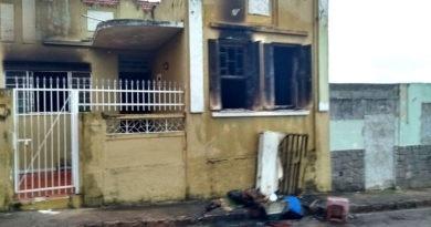 Casa pega fogo no Centro de Jundiaí