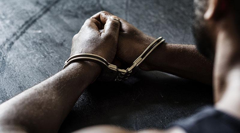 Rapaz é preso por agredir a namorada