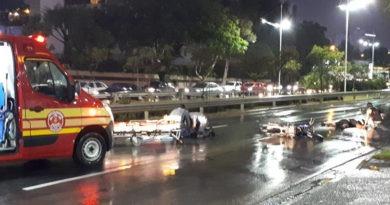 Dois ficam feridos em acidente na Nove de Julho