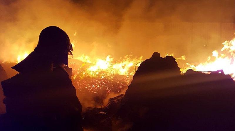 Bombeiros levaram 4 horas para combater fogo em empresa