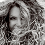 Elba Ramalho fala sobre voto de castidade na Vogue
