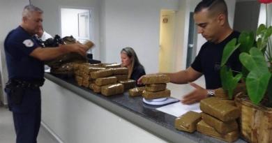 Homem abandona 40 tijolos de maconha