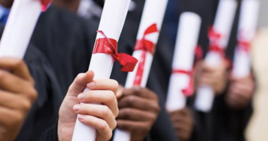 Faculdade condenada por atrasar entrega de diploma