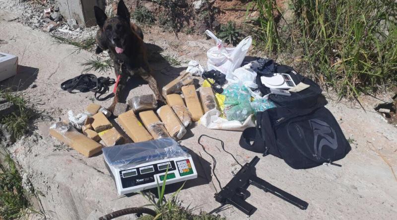 ROTA e Canil apreendem metralhadora e drogas em Jundiaí