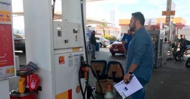 Procon de Várzea Paulista fiscaliza cobrança de preços abusivos de combustível