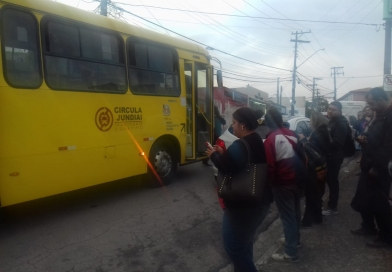 """Ônibus sofre """"pane seca"""" no Eloy"""