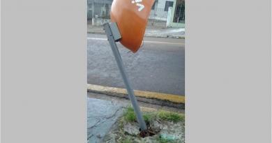 Telefone público é alvo de vandalismo na Vila São Paulo