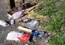 Leitor reclama de lixo descartado em calçada