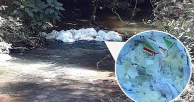 Lixo hospitalar é encontrado em rio em Campo Limpo