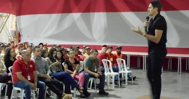 Pentacampeão Edmílson faz palestra na Coca-Cola