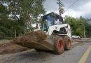 Serviços públicos realiza limpeza de canaletas em vias