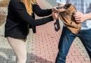 Dupla em moto continua roubando mulheres