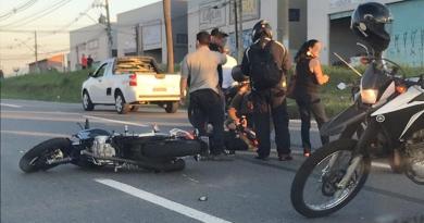 Motociclista fica ferido em rodovia