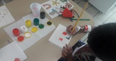 Na Semana da Criança, pacientes pintam telas no HU