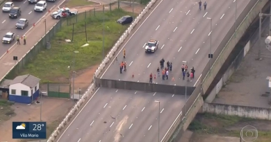 Viaduto da Marginal Pinheiros cede 2 metros