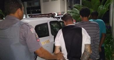 Passageiros aplaudem PMs ao prenderem ladrões em ônibus