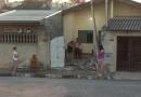 Ônibus bate em casa em Jundiaí