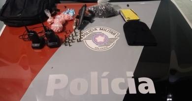 Homens presos com drogas, arma, munições e carro furtado em Jundiaí