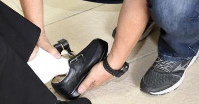 Jundiaí fornece calçados e palmilhas ortopédicas para pacientes do NAPD