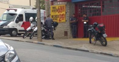 Quadrilha invade e faz disparos em mercado de Itatiba