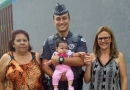 Família agradece PMs por salvarem bebê