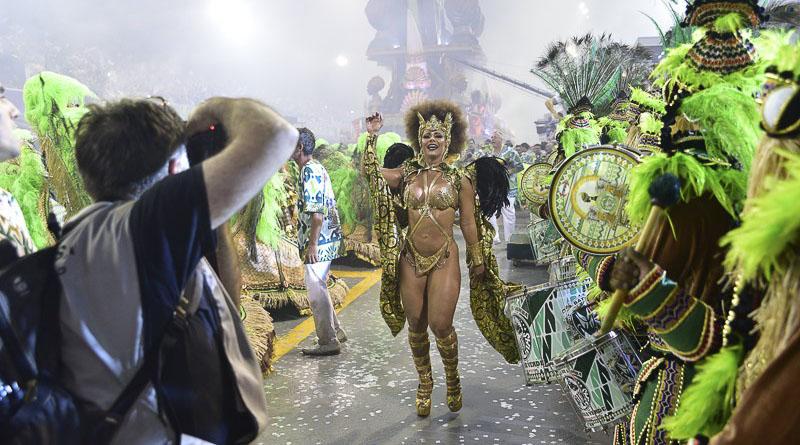 Viviane Araújo mostra raça na Mancha Verde