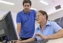 Idosos ampliam conhecimentos com curso gratuito de inclusão digital