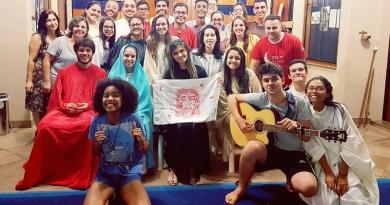 Jovens fazem encenação da Paixão de Cristo