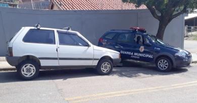 Bandidos roubam carro para praticar assaltos