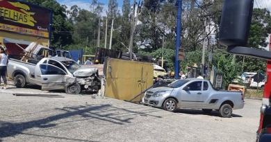 Caminhão perde o freio e provoca acidente grave