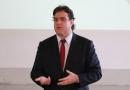Juiz dá palestra para crianças de Fundação