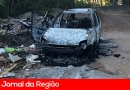 Carro é achado queimado em estrada