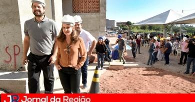 Futuros moradores visitam obras do Residencial Camélia