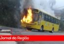Ônibus pega fogo no bairro da Toca