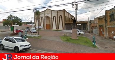 Bandidos furtam portões históricos de igreja