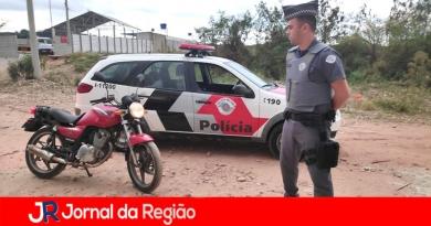 Soldados da PM recuperam moto roubada