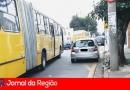 Motoristas estacionam nos pontos de ônibus