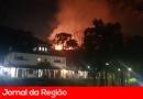 Incêndio se espalha rápido entre Rio Acima e Corrupira