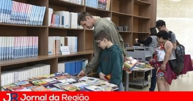 Biblioteca promove troca de livros em evento