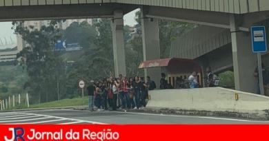 Estudantes pedem ônibus do Anchieta para o Central