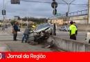 Carros batem em semáforo da Ozanan