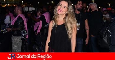 Ingrid Guimarães curte show de Iza