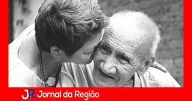 Grupo ajuda cuidadores de pessoas com Alzheimer