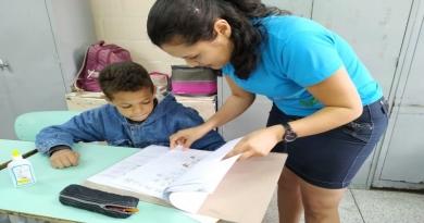 Com LIBRAS, professora de Cabreúva inclui aluno surdo e transforma cotidiano na sala de aula