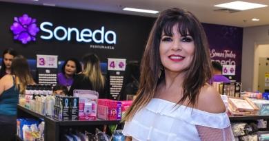 Mara Maravilha faz campanha para loja de cosméticos