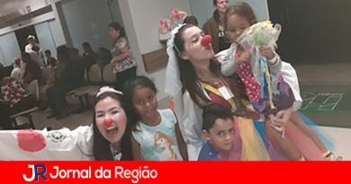 Palhacinhas animam crianças no hospital