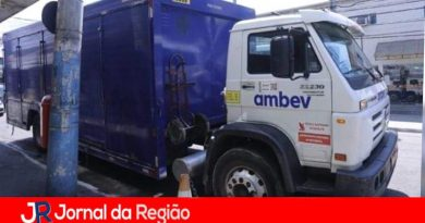 Ladrões roubam cerveja de caminhão